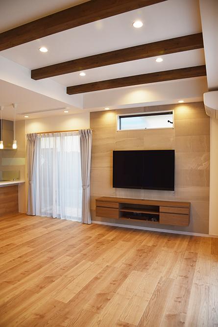 〜東近江市 T様邸〜 ナチュラルな空間にアクセントでウォールナットカラーのテレビボードをご採用いただきました。